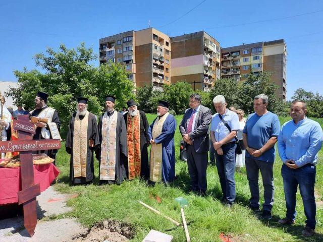 Поставиха началото на изграждането на нов християнски храм в Перник
