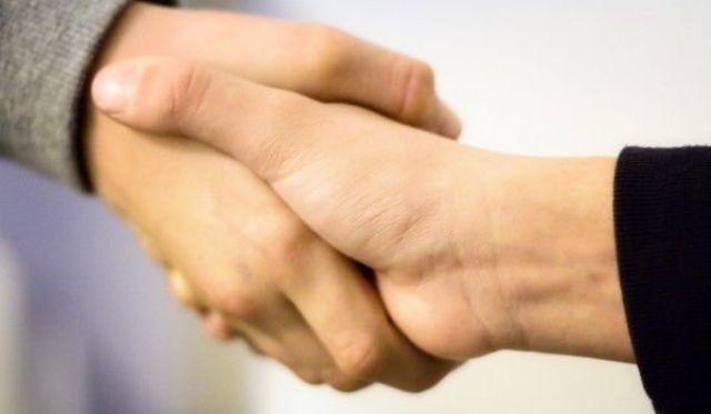 Подай ръка и разбери интелекта на човека срещу себе си