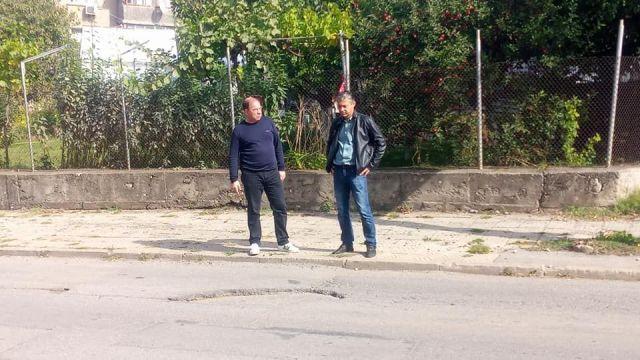 Председателят на Общински съвет в Радомир Светослав Кирилов проведе среща за спешни мерки за ремонт на улици в Радомир