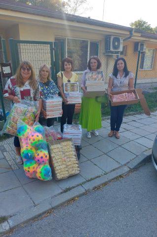 Дамите от ГЕРБ направиха подаръци на деца в нужда
