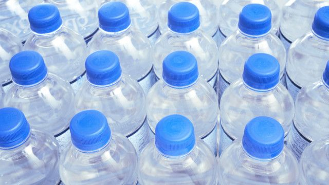 Очаквана тъжна картинка: бой за безплатна вода в Перник