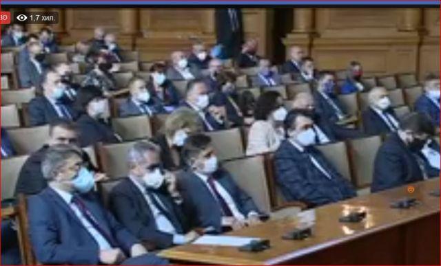 Борисов отговаря на въпроси за кризата около Ковид 19 в Парламента