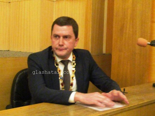 Повод за черпня днес има кметът на Перник