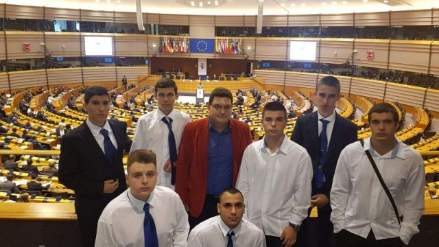 Ученици на ПГ по икономика – гр. Перник посетиха Европейския парламент в Брюксел след успешно представяне в конкурс по ИТ