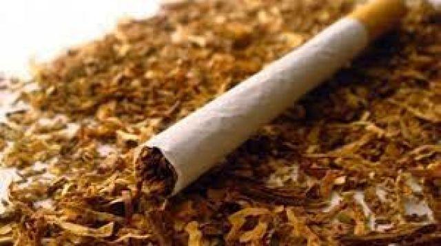 Дядо къта пет кила тютюн в колата си
