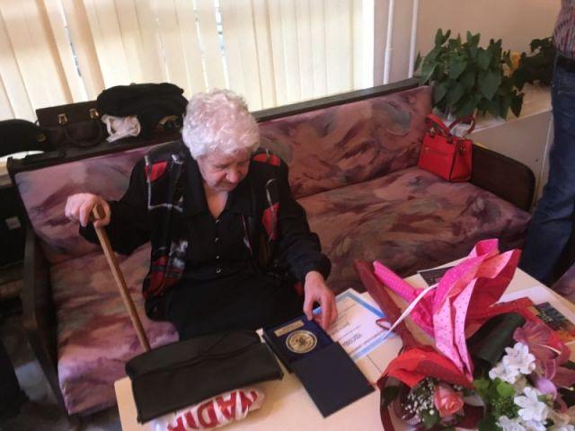 Ирена Соколова удостои с паметен знак посмъртно художника Димитър Делийски