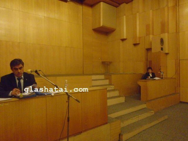 Спор в залата на Общинския съвет в Перник за едни 25 хиляди лева