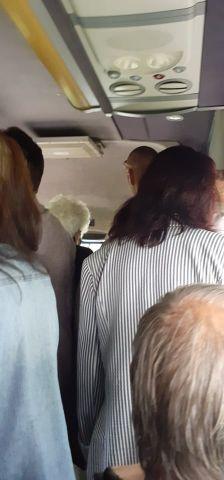 Претъпкани и неспазващи разписание бусчета правят пътуването между Перник и Радомир рисково