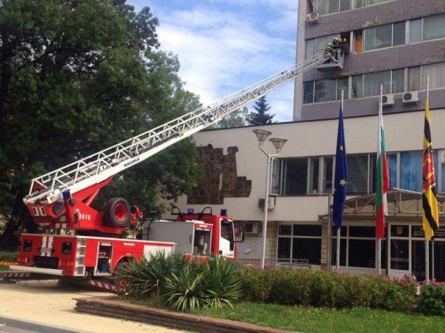 Eвакуираха човек от сградата на Общината