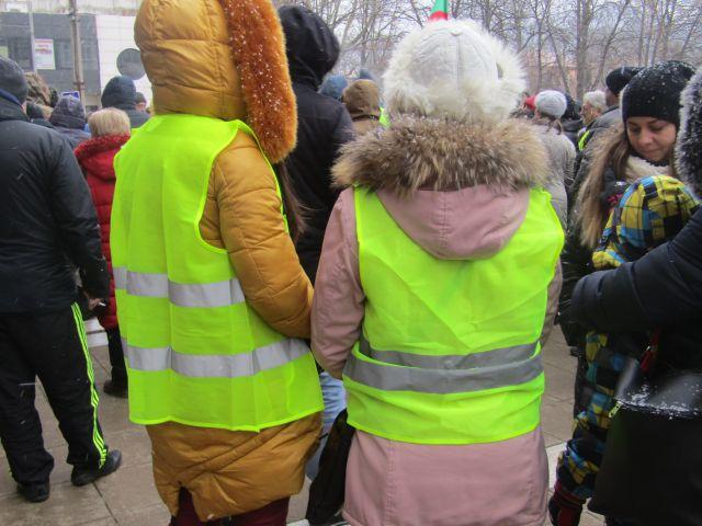 Протестиращи перничани искат оставки в центъра на София