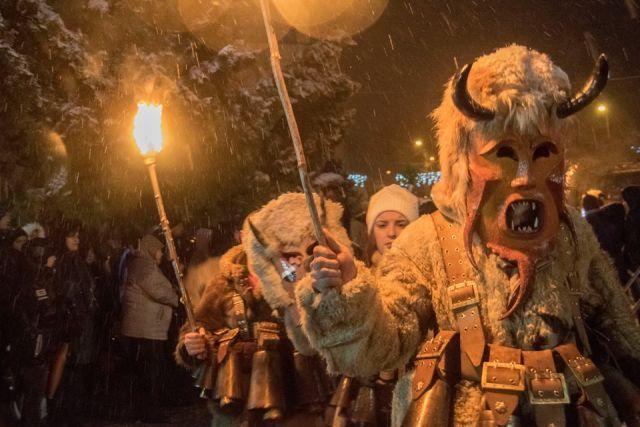 В Радомир и Брезник стягат сурвакарските празници