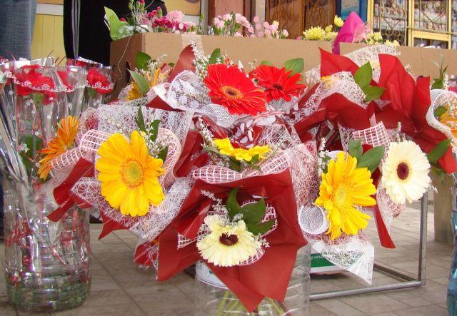 Раздават местата за продажба на осмомартенски цветя