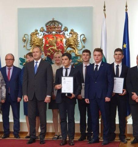 """Ученик на ПГИ – Перник бе номиниран в президентската инициатива за наградата """"Джон Атанасов"""""""