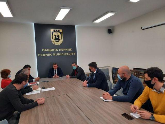 Кметът събра на среща еколози и ръководството  на пернишката топлофикация