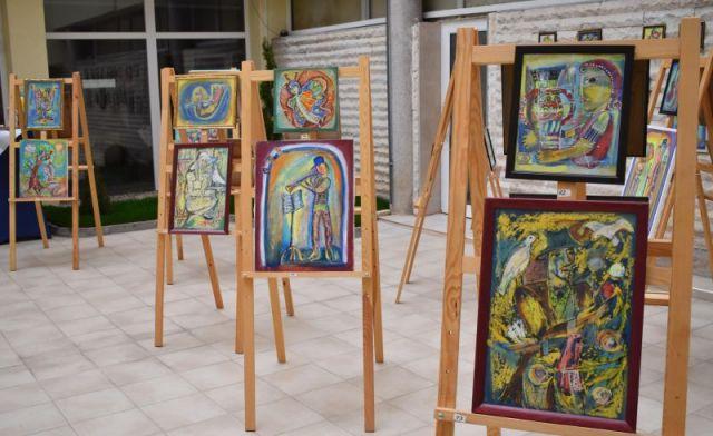Благотворителна изложба в Областта
