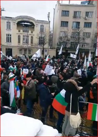 Протестиращи искат оставката на правителсвото