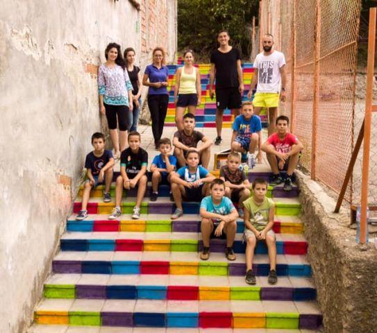 Цветни стълби се появиха в Радомир
