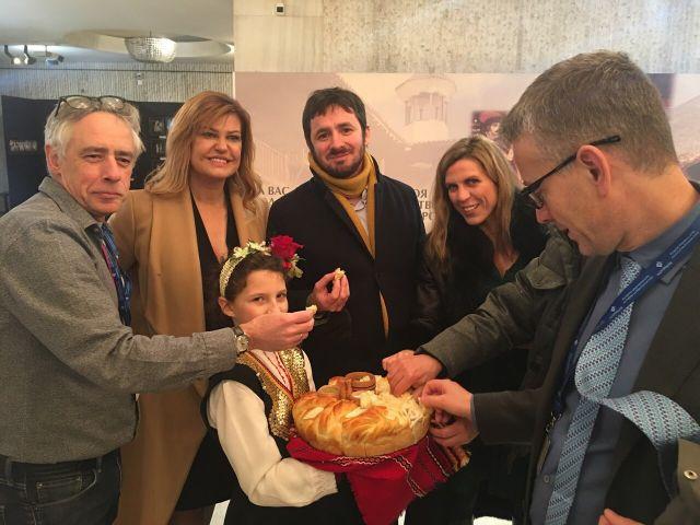 Соколова и сурвакари посрещнаха медийните лидери на Европа