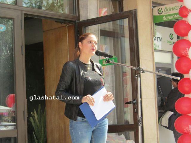 Александра Сърчаджиева:  Като дете  се молех майка ми да не отиде на работа, а да си остане в къщи