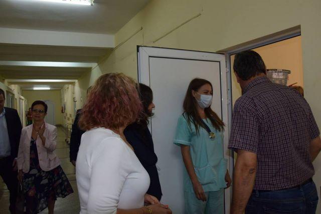 За един зам. министър, група депутати и въпросите около една болница