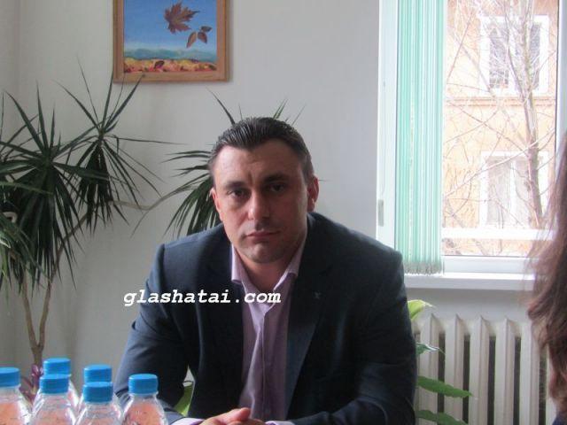 Повод да почерпи има Областният управител на Перник Емил Костадинов