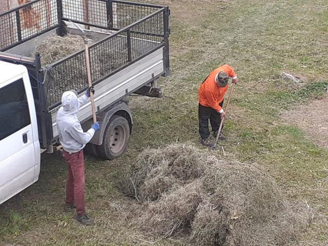 Часове след публикация в Глашатай вдигнаха миризливото сено в Мошино
