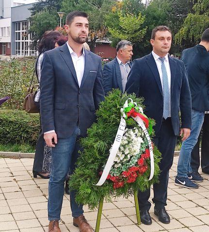 Цветя на признателност поднесоха от ГЕРБ- Перник