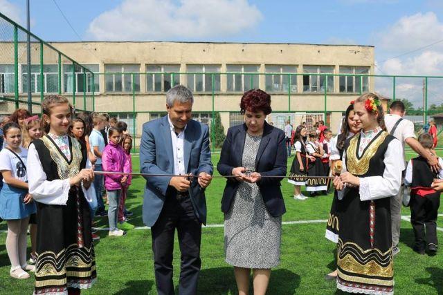 Десета поред спортна площадка отвори врати в Перник
