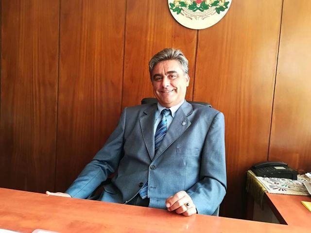 Повод да почерпи днес има председателят на Общинския съвет Иво Савов