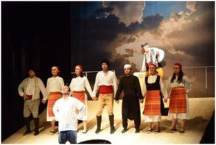 Пътуващ театър играе благотворително в Перник