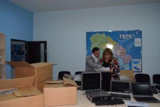 Дамите от ГЕРБ сигуряват компютри на администрацията