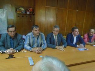 Време предизборно е. БСП яхва протеста на превозвачите в Перник