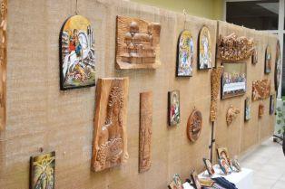 Творци от радомирско с изложба в Областта