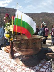 Обновен манастир в трънско очаква миряни