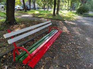 В деня на Съединението, хората от ГЕРБ ремонтират детска площадка