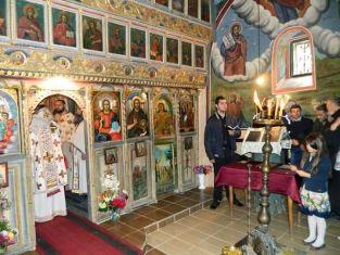 Д-р Валентин Павлов сред дарителите на храма в с.Мещица