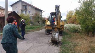 Забавяне в изграждането на водопровод разбуни пернишко село