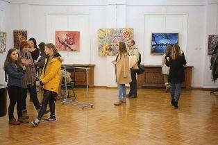 Интересна студентска изложба в Перник