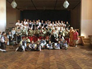 Пернишки певици и трънски танцьори на фестивал в Румъния