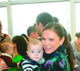 Юлияна Дончева показа сина си