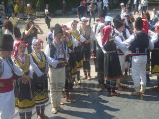 Два дни фолклорни ритми, песни и лакърдии в Перник. Вижте какво казаха участници и снимки