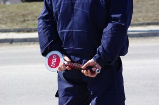Мъж от радомирско се опита да избяга на ченгетата