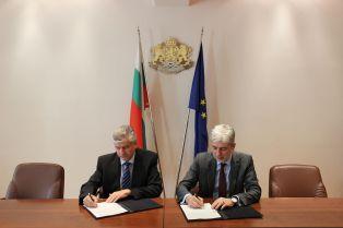 Министър Димов подписа договора за водния цикъл на Перник