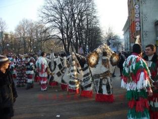 Сурвакари ще гонят злите духове в Брезник днес.