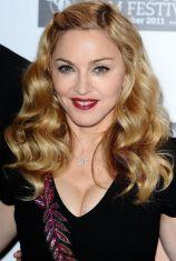 Мадона се появи в Париж с тоалет на български дизайнери