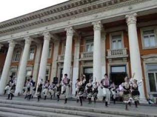 Две успешни турнета във Франция и Швейцария за пернишки фолклорен състав