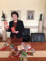 Церовска ще честити празниците с картички, изработени от децата на Перник