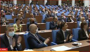 Парламентът заседава, Радев пак иска оставки