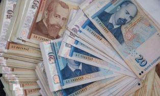 Трима маскирани отмъкнаха голяма чантичка с пари, зарязана в кола