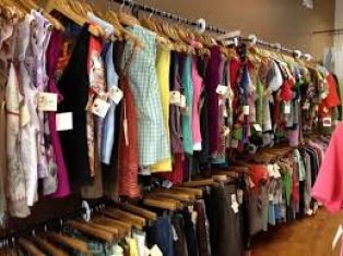 Полицията влезе в магазин с нелегални дрехи